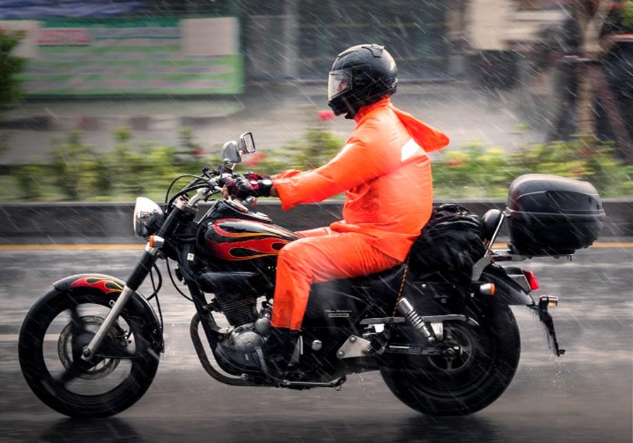 Dicas de segurança para rodar de moto na chuva!